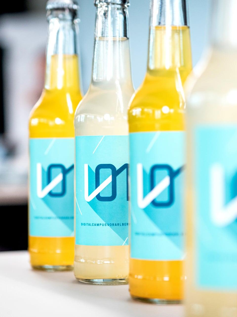 Limonadenflaschen mit Digital Campus Vorarlberg Logo