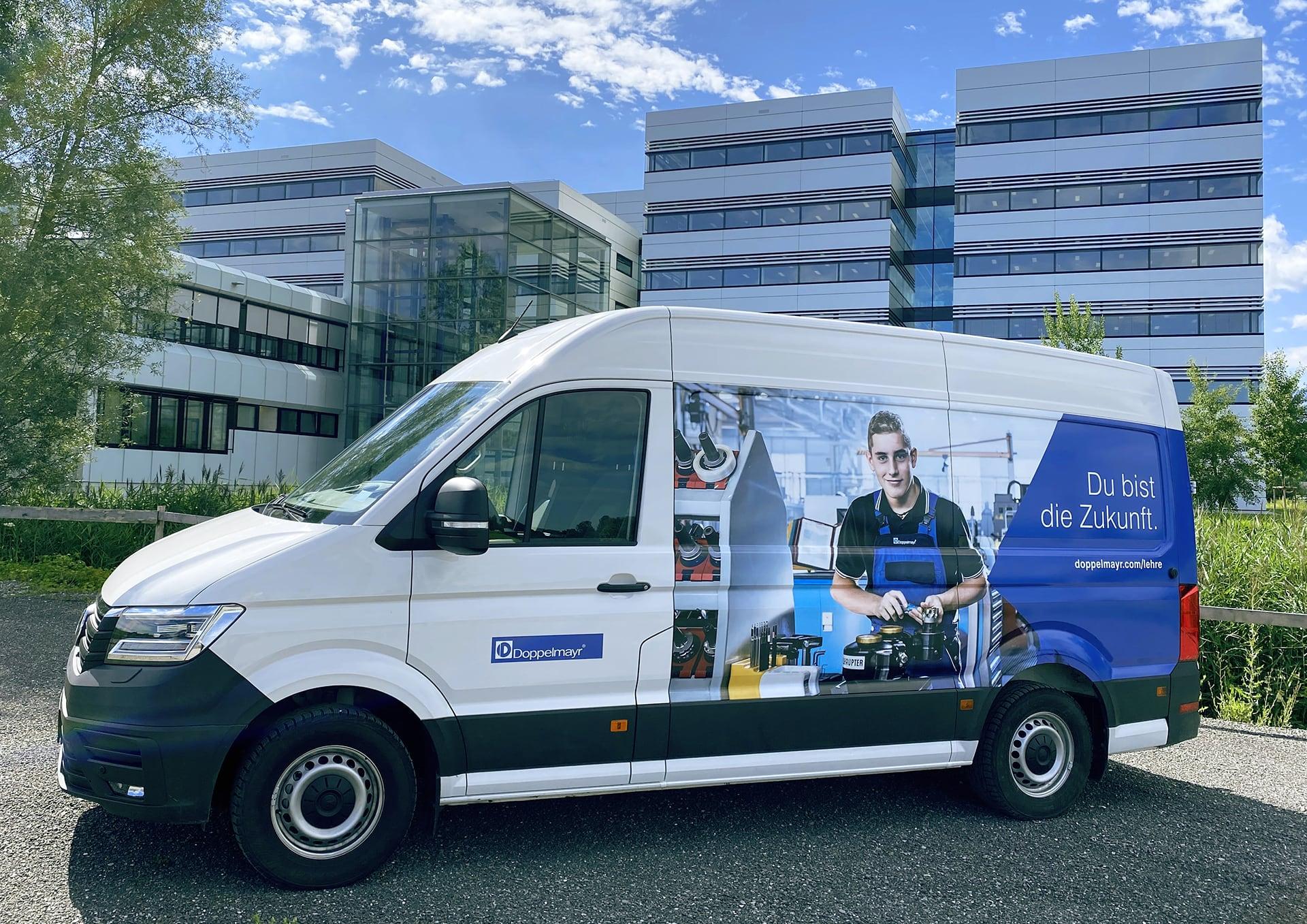 Doppelmayr Lieferwagen mit Lehrlingsbewerbung