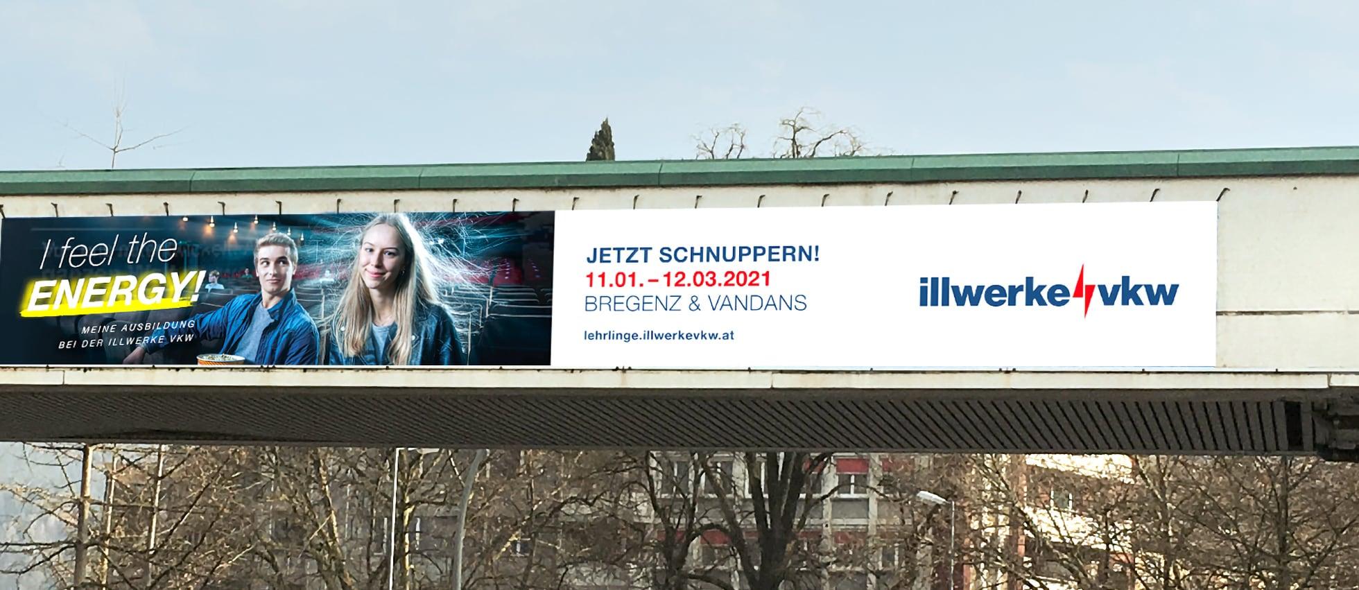 Werbebanner bei Bahnhofsbrücke