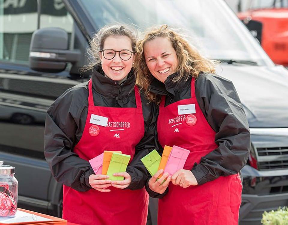 Freundliche Mitarbeiterinnen des AK Kraftwagens