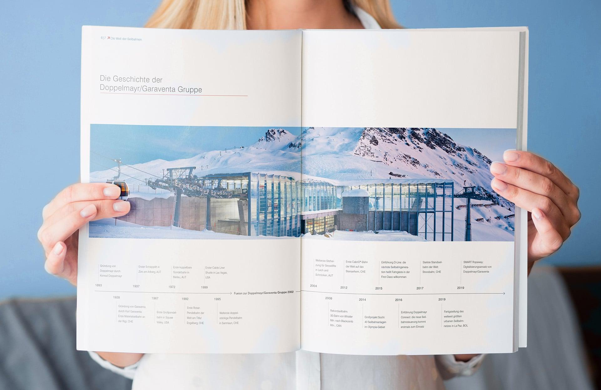 Innenseite mit Zeitleiste in der Broschüre Die Welt der Seilbahnen